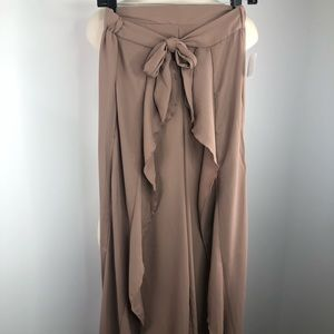 Love Tree NWT natural neutral flowy dress pants  S